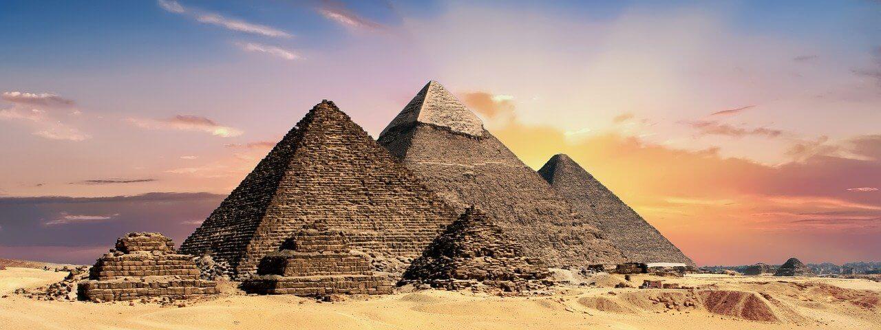 pyramids-2371501_1280